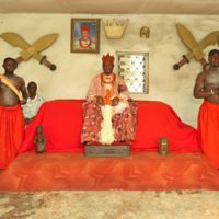 George Osodi, HRM Oharisi III, Ovie of Ughelli (from the Monarch series), 2012. Fuji Crystal Archive (C-Type). 35 43/100 × 47 6/25 in | 90 × 120 cm. Image courtesy of the artist and Mercosul Biennial