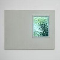 Javier M. Rodríguez, Havre, 2018. Madera, esmalte, vidrio y tablet. Cortesía de los artistas. Foto: Javier M. Rodríguez