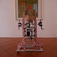 Herido de bala, 2001. Estructura de madera, circuitos electrónicos, sensores y software. Dimensiones variables. Imagen cortesía del artista y Museo de Arte Contemporáneo de Oaxaca