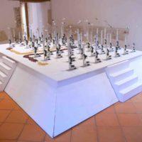 Tocihua papalotzin. Estructura de madera, aluminio, semillas de maíz, cables, circuitos electrónicos y sensores. Dimensiones variables. Imagen cortesía del artista y Museo de Arte Contemporáneo de Oaxaca
