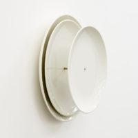 Unnamed Image, 2017. Latón y platos 12.2 x 12.2 x 3.94 in / 31 x 31 x 10 cm. Foto: Rodrigo Viñas. Cortesía del artista y PROYECTOSMONCLOVA