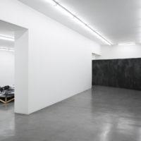 Elena Loson. Vista de la exposición Un muro más allá en HACHE, Buenos Aires, Argentina. 2018. Cortesía de HACHE