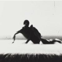 Teo Hernández, Fotografías de la filmación de Pas de Ciel (1987) en Étretat, Francia. Aparece: Bernardo Montet. Soporte: Fotografía digitalizada. Fonds Teo Hernández, Centre Pompidou - MNAM-CCI - Bibliothèque Kandinsky. ©Michel Nedjar