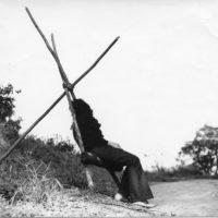 Lina Bo Bardi, Cadeira de beira de estrada (Silla de carretera), 1967. Fotografía blanco y negro. Cortesía Instituto Lina Bo e P.M. Bardi © Instituto Lina Bo e P.M. Bardi.