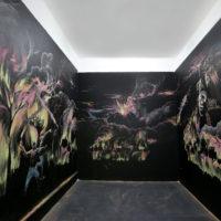 Marcos Castro. El levantamiento de la Coatlicue, 2018. Gis y acrilico sobre pared. Cortesía de Galería Karen Huber