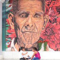 El viernes 13 de julio se realizó la inauguración del circuito de murales Héroes anónimos elaborados en las paredes de la cancha de basquetbol de San Pedro La Laguna. Imagen cortesía de Fundación Paiz.