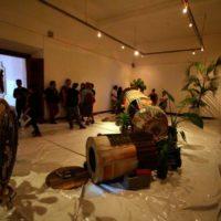 El 13 de agosto en el Centro Cultural Municipal, Simón Vega conversó sobre su proyecto artístico Apollo-Soyuz-Chapultepec Project. Imagen cortesía de Fundación Paiz.