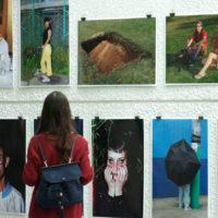 Iniciamos el 16 de agosto con un recorrido inaugural para participantes de la 21 Bienal Paiz e invitados, la actividad estuvo a cargo de Gerardo Mosquera, Curador General. Imagen cortesía de Fundación Paiz.