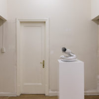 Emanuel Rossetti & Stefan Tcherepnin (a.k.a. Staged Worlds), Wormhole / Drone, 2018, aluminum duct tube, 31 cm × 40 cm × 44 cm. Installation view: Relay Rust, Jan Kaps, Mexico City, 2018. Photo credit: Bruno Ruiz Nava
