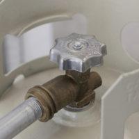Horizontal Flux. Tanque de gas, tubo galvanizado. Fotografía: Bruno Viruete. Cortesía de Ladera Oeste