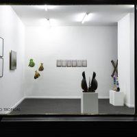 Luto Tropical (2019). Vista de sala. Imagen cortesía de Pasto Galería