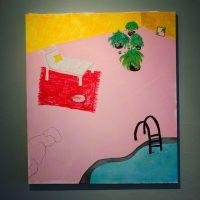 Fernanda Murray, Piscina interior, 2019. Acrílico, pastel seco y graso, y carboncillo. 80 cm x 90 cm. Imagen cortesía de Violenta