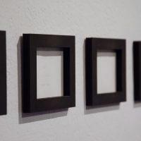Juliana Vidal, Archivos blancos (fragmento), 2017. Cartulina grabada con máquina de escribir, 32 fichas de 9 cm x 11 cm c/u. Imagen cortesía de Violenta