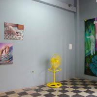 Vista de instalación, Sala de estar, Violenta, Guayaquil, 2019. Imagen cortesía de Violenta