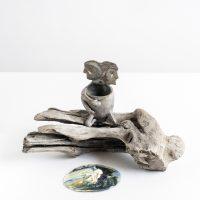 MAR Stoneware esmaltado con aplicaciones de oro con madera extraída de la Antigua Veracruz, óleo sobre tela. Dimensiones variables 2018