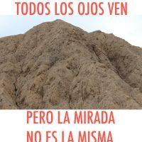 Este montículo de tierra es una Huaca (basamento arqueológico) del complejo de tumbas reales del Señor del Sipan en Chiclayo Perú, probablemente en su interior haya tumbas y murales de arena en alto relieve con colores vivos con más de 1000 años de antigüedad