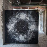 Joshua Jobb, Movimiento lunar No.1, registro del rebotar en circulos un balón de basketball con pintura sobre tela de algodón, 170 x 170 cm (2019) . ©Ruben Garay / courtesy of guadalajara90210