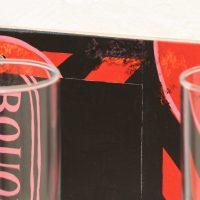 Rodrigue Mouchez, Dois copos (Bouquet) (2019) . Glasses, gouache, wood, nails, humidity, 19 x 24 x 20 cm. Exhibition view of Litro por kilo, Massapê Projetos, São Paulo, Brazil, 2019