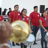 Performance musical, 2019. Banda de Guerra Linces de Tulum en colaboración con ADN MAYA, colectivo de rap/hiphop en idioma maya local. Imagen cortesía de AKI AORA