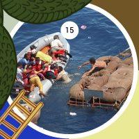 Guardacostas de los EE.UU. rescatan a un grupo de refugiados cubanos, después de que su balsa naufragara a 40 kilómetros de la costa de Cuba (1994).