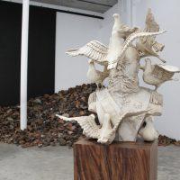Cynthia Gutiérrez, Interferencias (2019). Fibra de vidrio, pintura, base de madera de parota. Foto: Marit Martínez. Cortesía de La Tallera