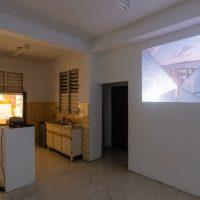 morder el polvo (2019). Vista de exhibición. Cortesía de Hidrante