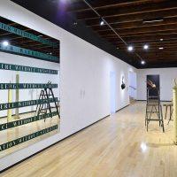 Vista de instalación, Portadores de sentido. Arte contemporáneo en la Colección Patricia Phelps de Cisneros, Museo Amparo, Puebla, México, 2019. Imagen cortesía Museo Amparo