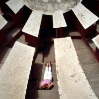 Janaina Tschäpe, 100 Little Deaths Series: Jantar Mantar (2002). © Janaina Tschäpe