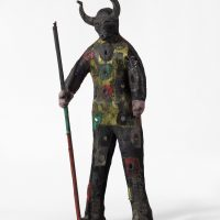 Ronald Edmond, General bosou 2 kon (General Bosu with two horns) (2010). Cloth, mirrors, skull and cow horns. Courtesy of the artist and Pioneer Works