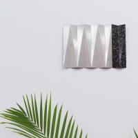 Andreas Fogarasi, Roof Study 19 (2016). Aluminio y papel marmolado. Colección ESPAC