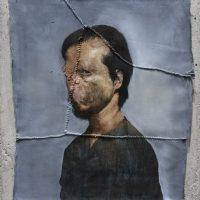 Héctor León, Autorretrato (2018). Óleo e hilo de cáñamo sobre tela sin bastidor. Imagen cortesía de Isabel Croxatto Galería