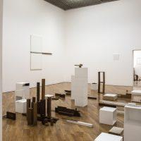 Fernanda Gomes (2019). Installation view. Image courtesy of Thais Gouveia