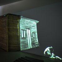 Carlos Zúñiga, Hogar (2018). Pieza única Videoinstalación Casa: Ancho: 210 cm. Alto: 180 cm