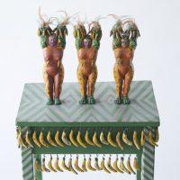 Margarita Azurdia, Bananeras (1970/71-74), de la serie Homenaje a Guatemala. Madera tallada y policromada. Colección privada
