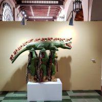 """Margarita Azurdia, El cocodrilo (1970/71-1974), de la serie Homenaje a Guatemala. Madera tallada, policromada, piel y paja. Colección Museo Nacional de Arte Moderno, """"Carlos Mérida"""""""