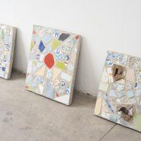 Adrián Paipilla, Reconstrucciones I, II y III (2020). Mosaico en valdocin y concreto. Foto por Sebastián Bright