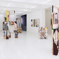 Luis Hampshire, mundunomundo (2020). Vista de instalación. Imagen cortesía del artista y Galería Karen Huber
